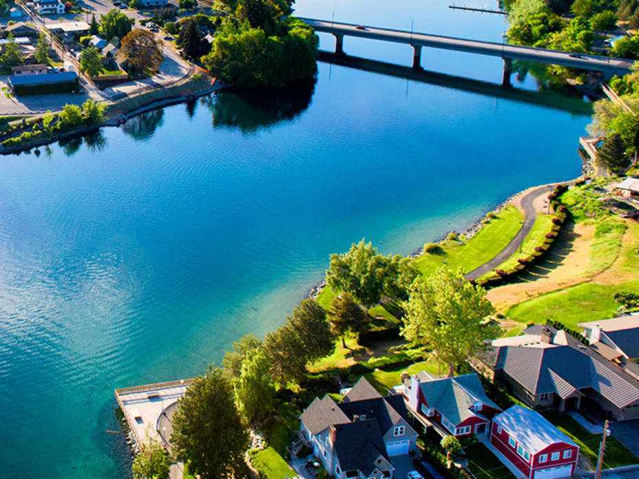 10 Affordable Lakeside Towns