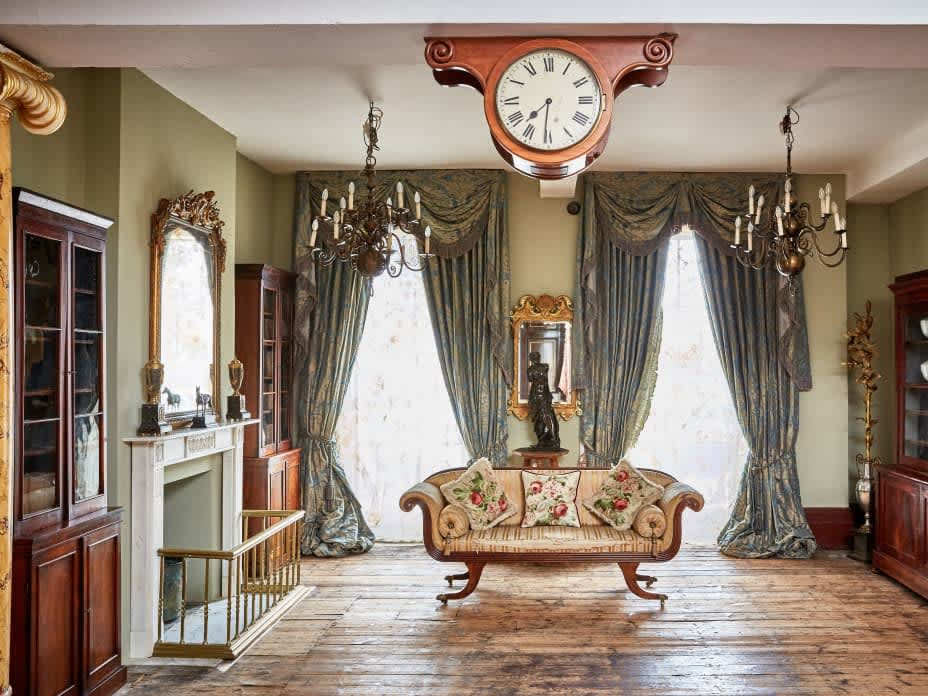 The little black book of interiors: antiques